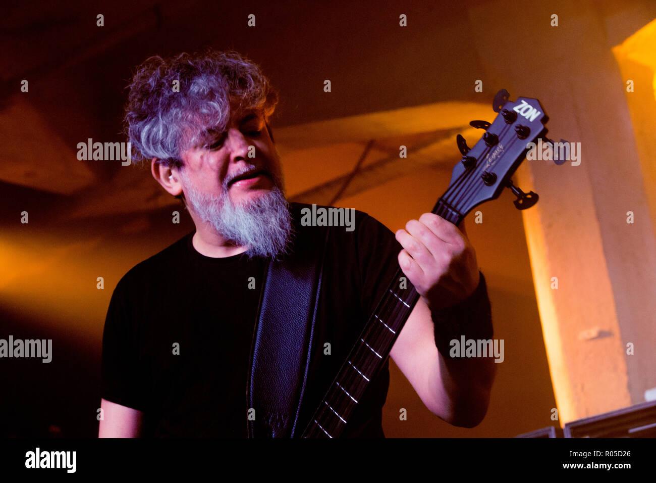 Sepultura (el bajista Paulo Jr.) - Marzo 2018 - Glasgow SWC3 Imagen De Stock