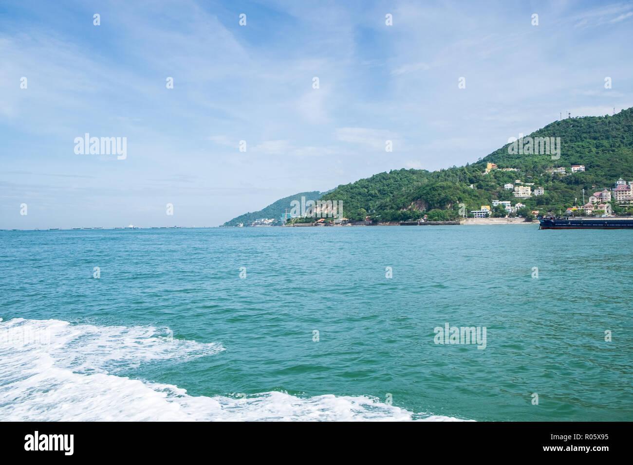 Paisaje de Vung Tau desde el océano Foto de stock