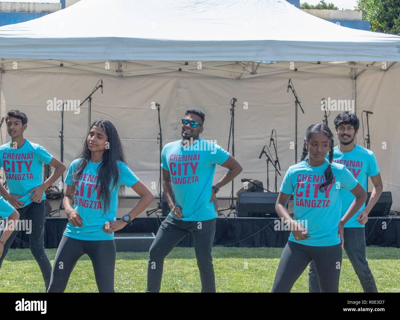 Auckland, Nueva Zelanda el 27 de octubre de 2018 - Los jóvenes bailarines indígenas, haciendo su rutina en el Festival de la calle Sandringham Imagen De Stock