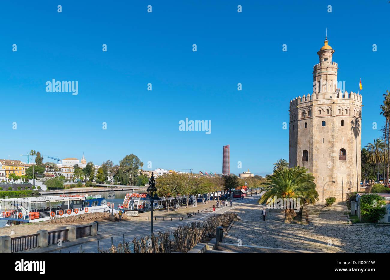 El río Guadalquivir y la Torre del Oro, Sevilla ( Sevilla ), Andalucia, Spain Imagen De Stock