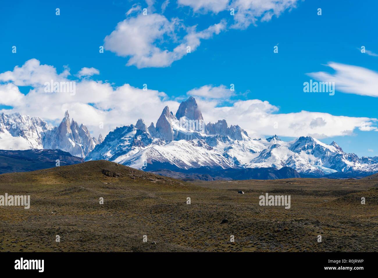 Vista del Monte Fitz Roy y el Cerro Torre en Argentina Foto de stock