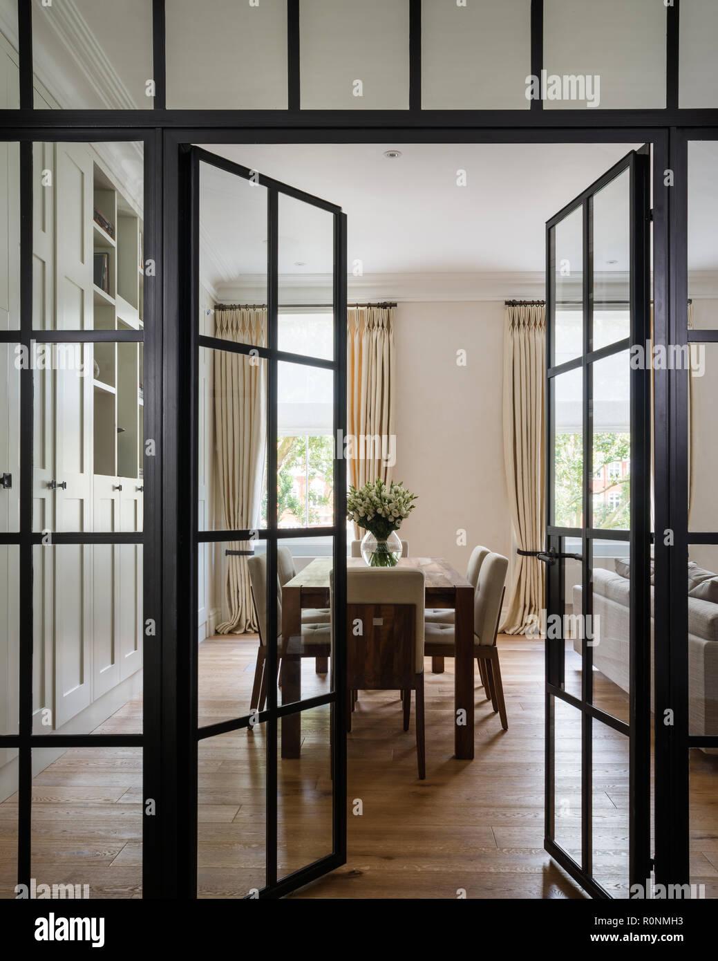 Abrir las puertas de cristal para comedor Foto & Imagen De ...