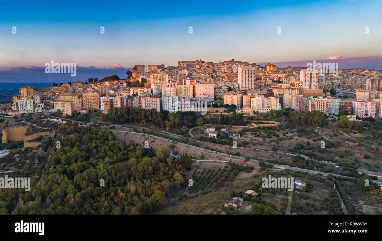 antena agrigento una ciudad en la costa sur de sicilia italia y capital de la provincia de agrigento es conocido como el sitio de la antigua g r0ww8y