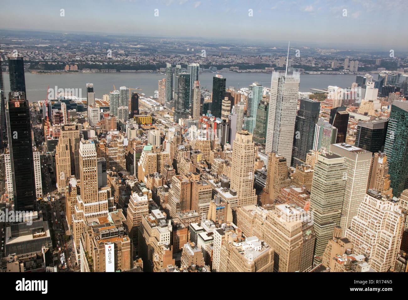 Vista desde el Empire State Building, Manhattan, Ciudad de Nueva York, Estados Unidos de América. Foto de stock
