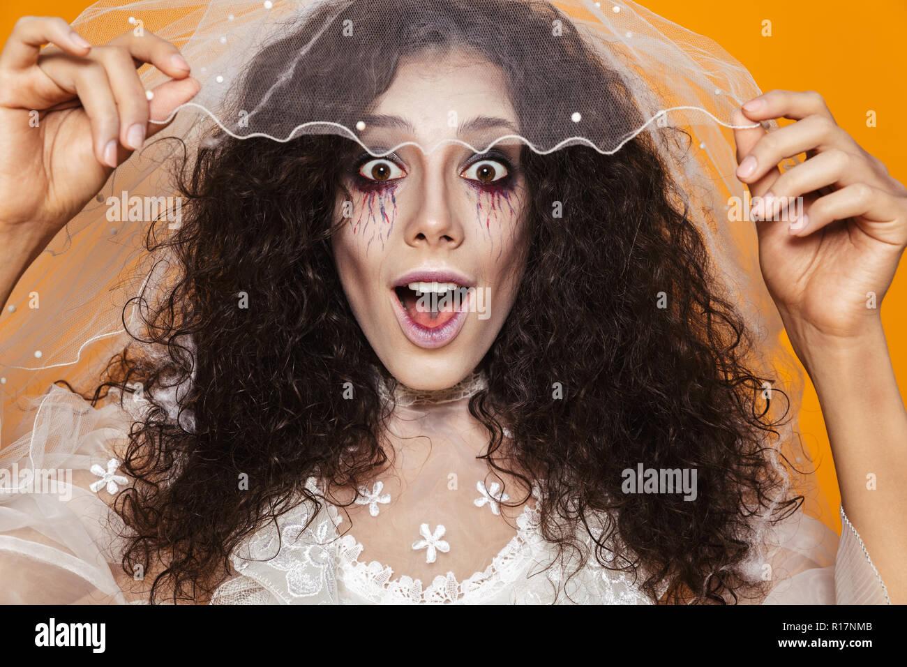 Foto De Bella Mujer Zombie En Halloween Vestidos De Fiesta
