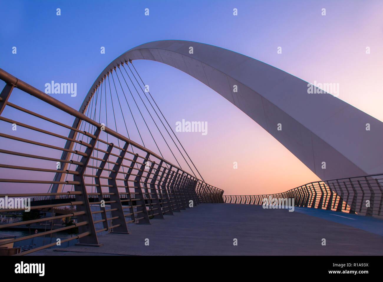 Diseño Exterior moderno Dubai agua Canal Bridge nueva atracción de la ciudad de Dubai Imagen De Stock