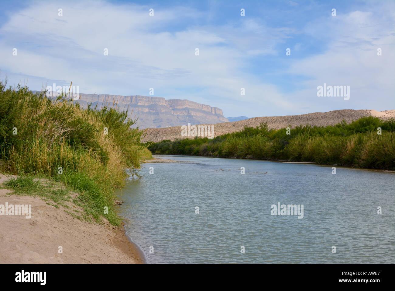 El Río Grande que fluye a lo largo de la frontera de México y los EE.UU. en el Parque Nacional Big Bend. Foto de stock