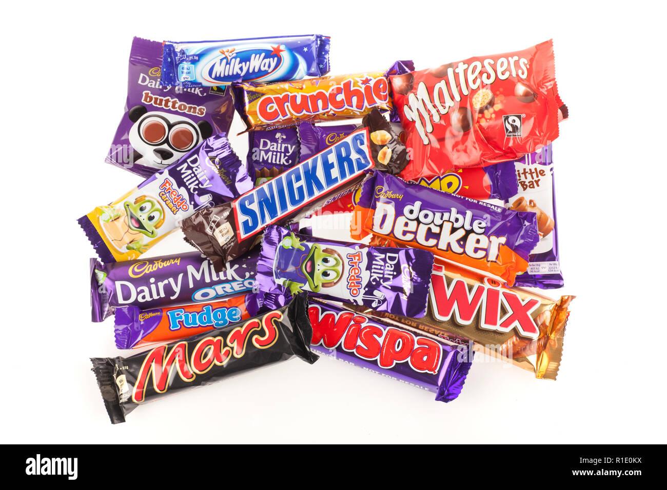 Selección de UK barras de chocolate Cadbury y Marte Imagen De Stock