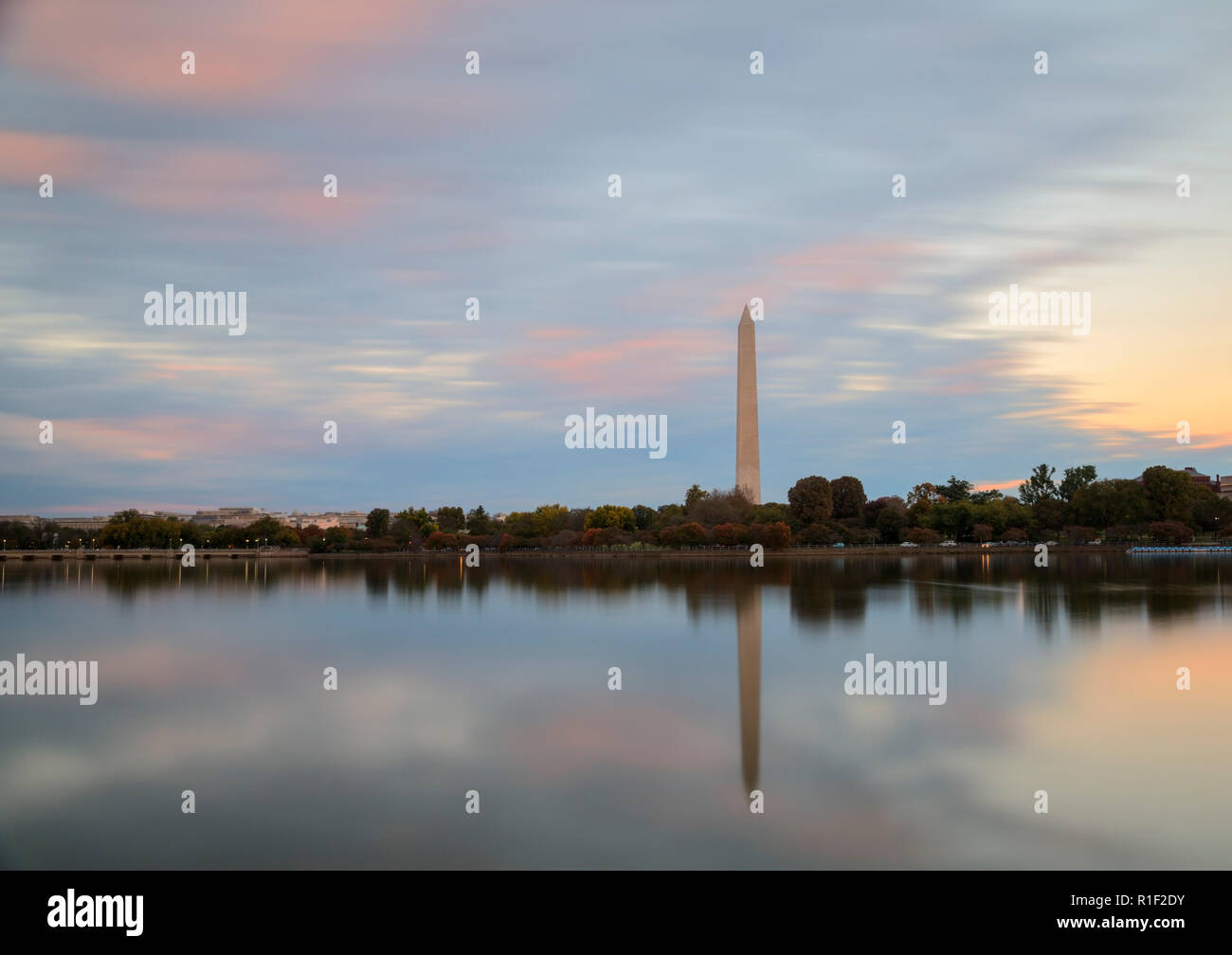 El Monumento a Washington en Washington DC tomadas cerca el Thomas Jefferson Memorial Foto de stock