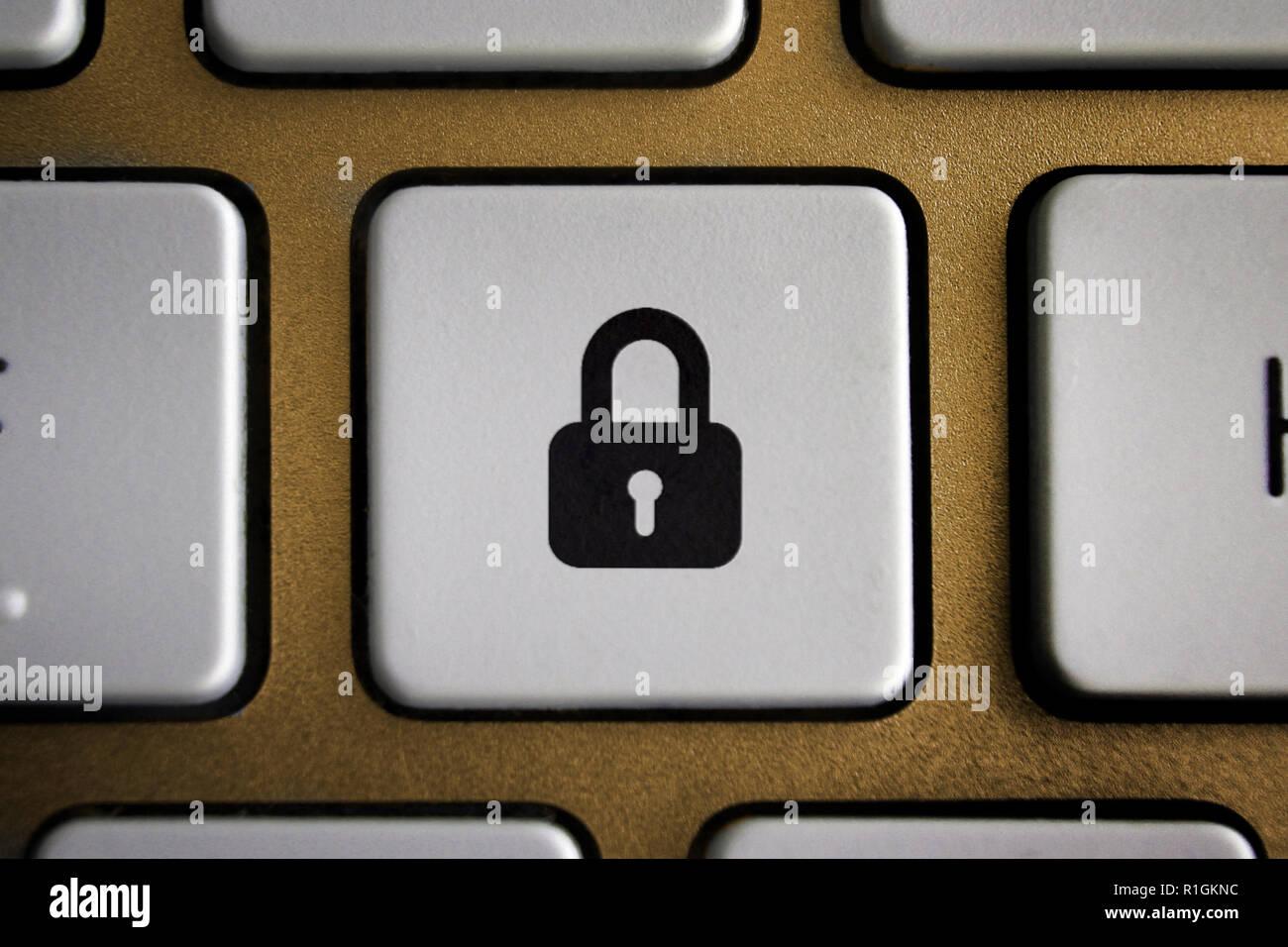 Imagen del icono de candado en el botón del teclado de ordenador Imagen De Stock