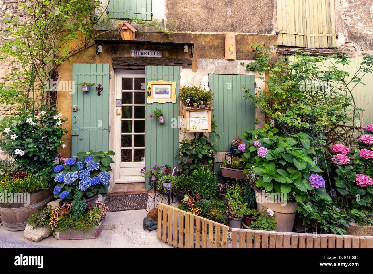 Casa Privada Con Jardin Pequeno Hermosas Flores Saignon