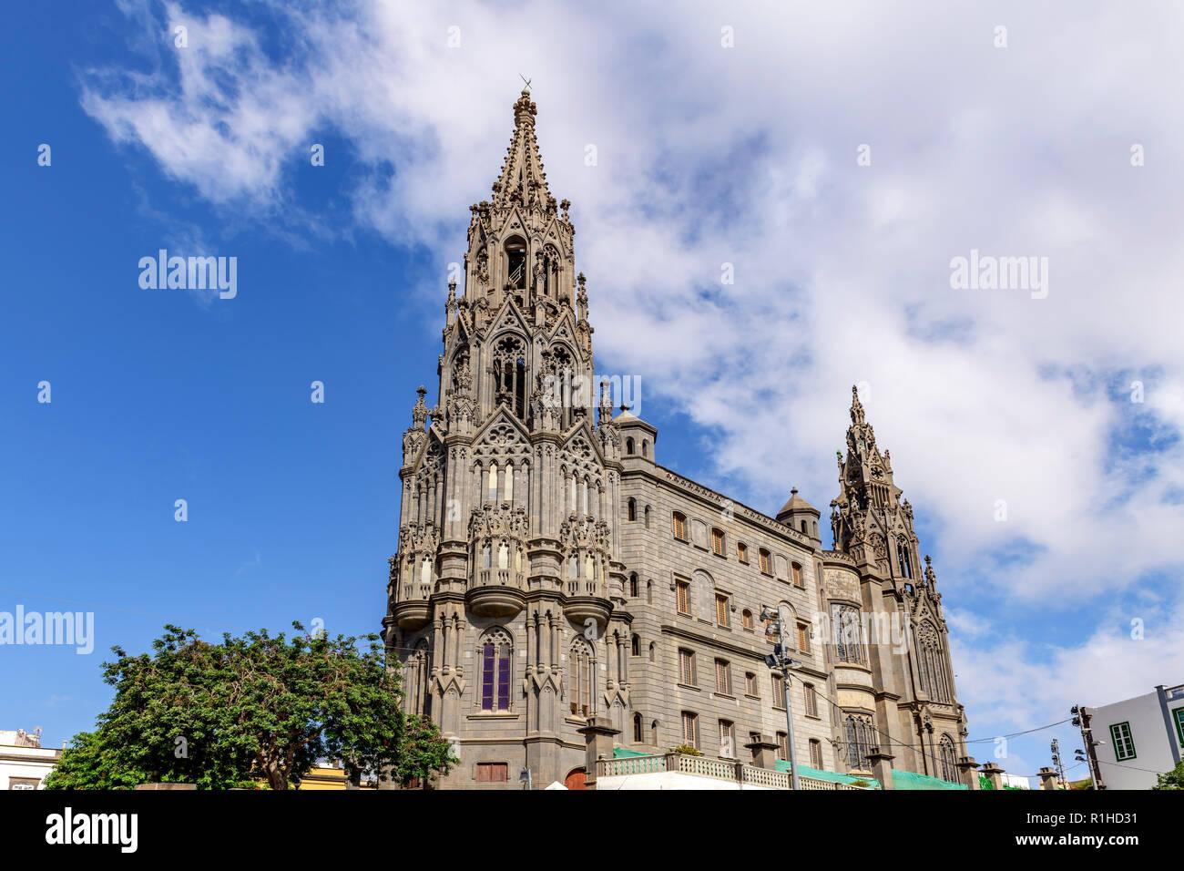 La torre de la iglesia parroquial gótica de San Juan Bautista de Arucas, Gran Canaria Foto de stock