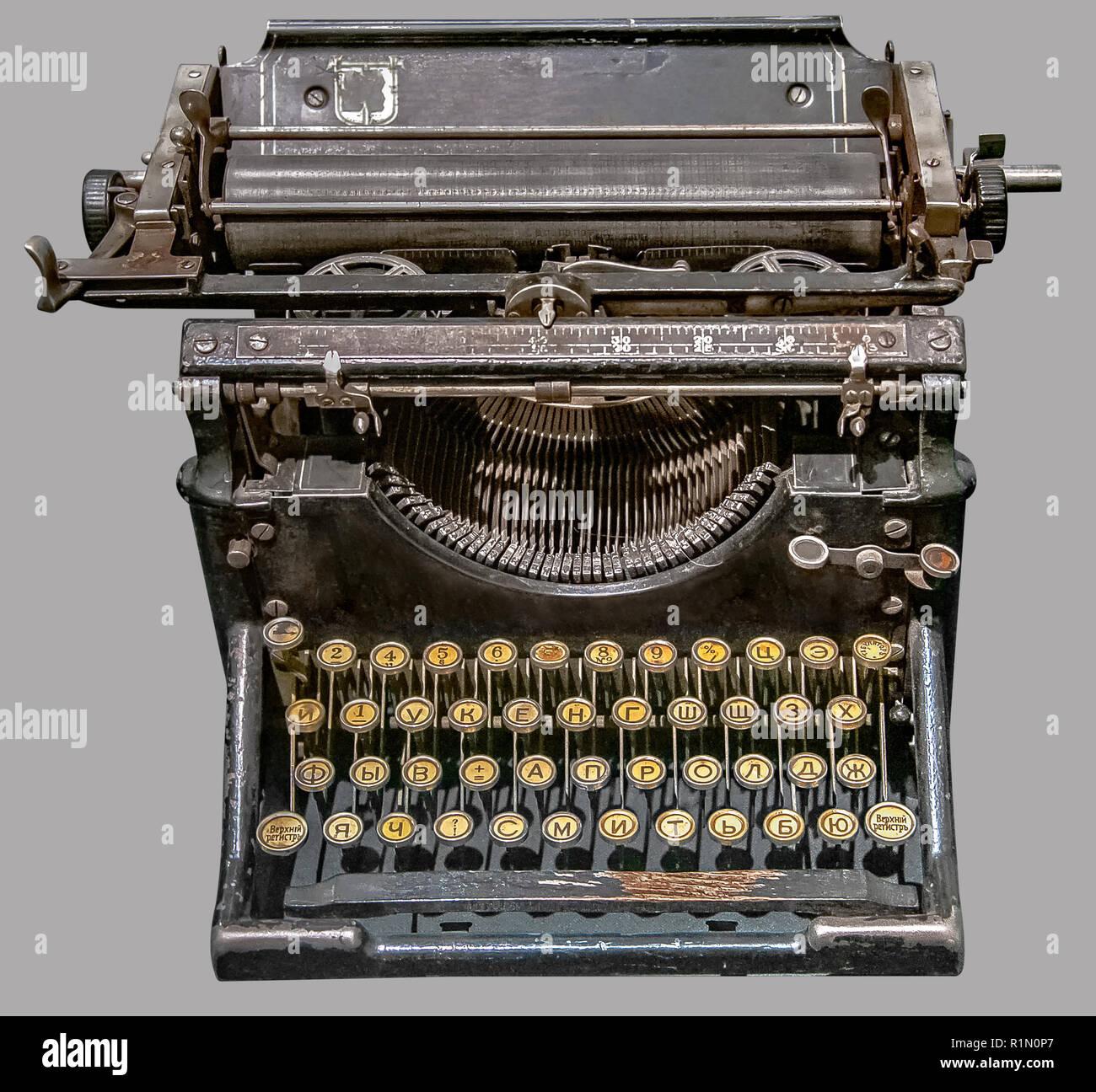 ANTIQUE Federación de máquina de escribir. Vintage ruso antigua máquina de  escribir sobre fondo gris fb4939291bab