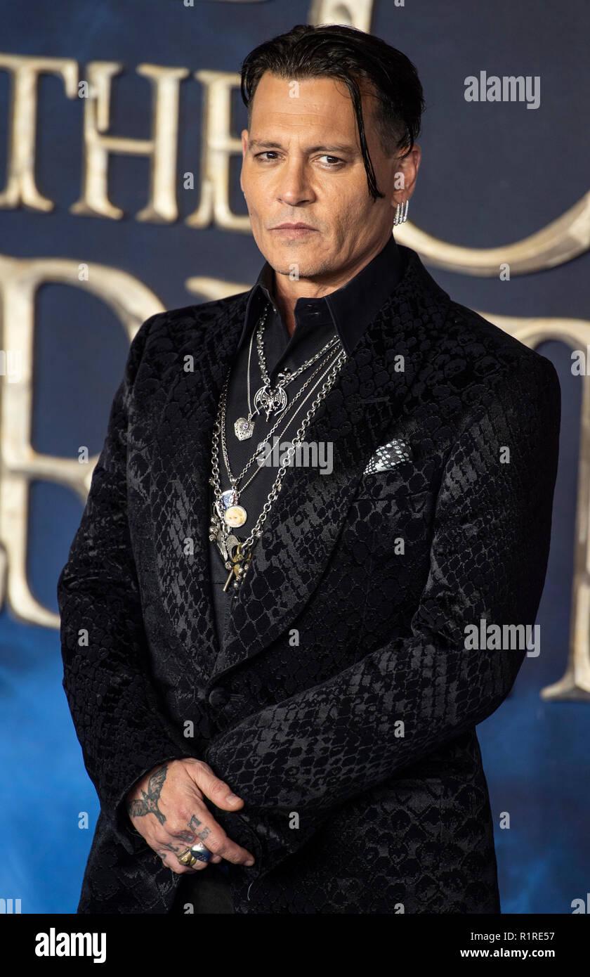 Londres, Reino Unido. 13 de noviembre de 2018. Johnny Depp asiste al estreno británico de 'fantásticas bestias: los crímenes de Grindelwald' en Cineworld Leicester Square el 13 de noviembre de 2018, en Londres, Inglaterra. Crédito: Gary Mitchell, GMP Media/Alamy Live News Foto de stock