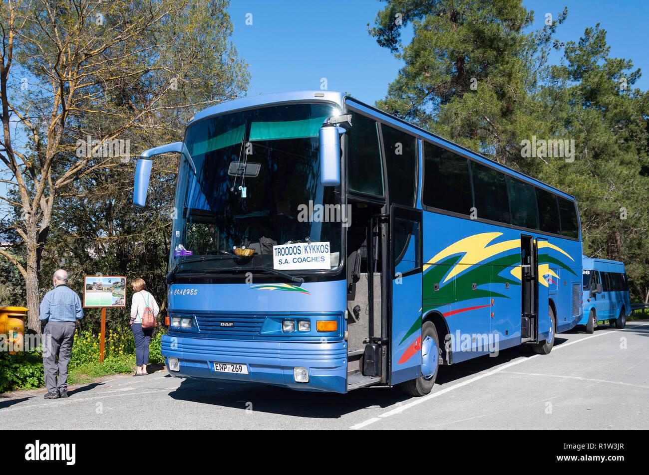 Excursión de autobús, Pano Panagia, montañas de Troodos, distrito de Limassol, República de Chipre Foto de stock
