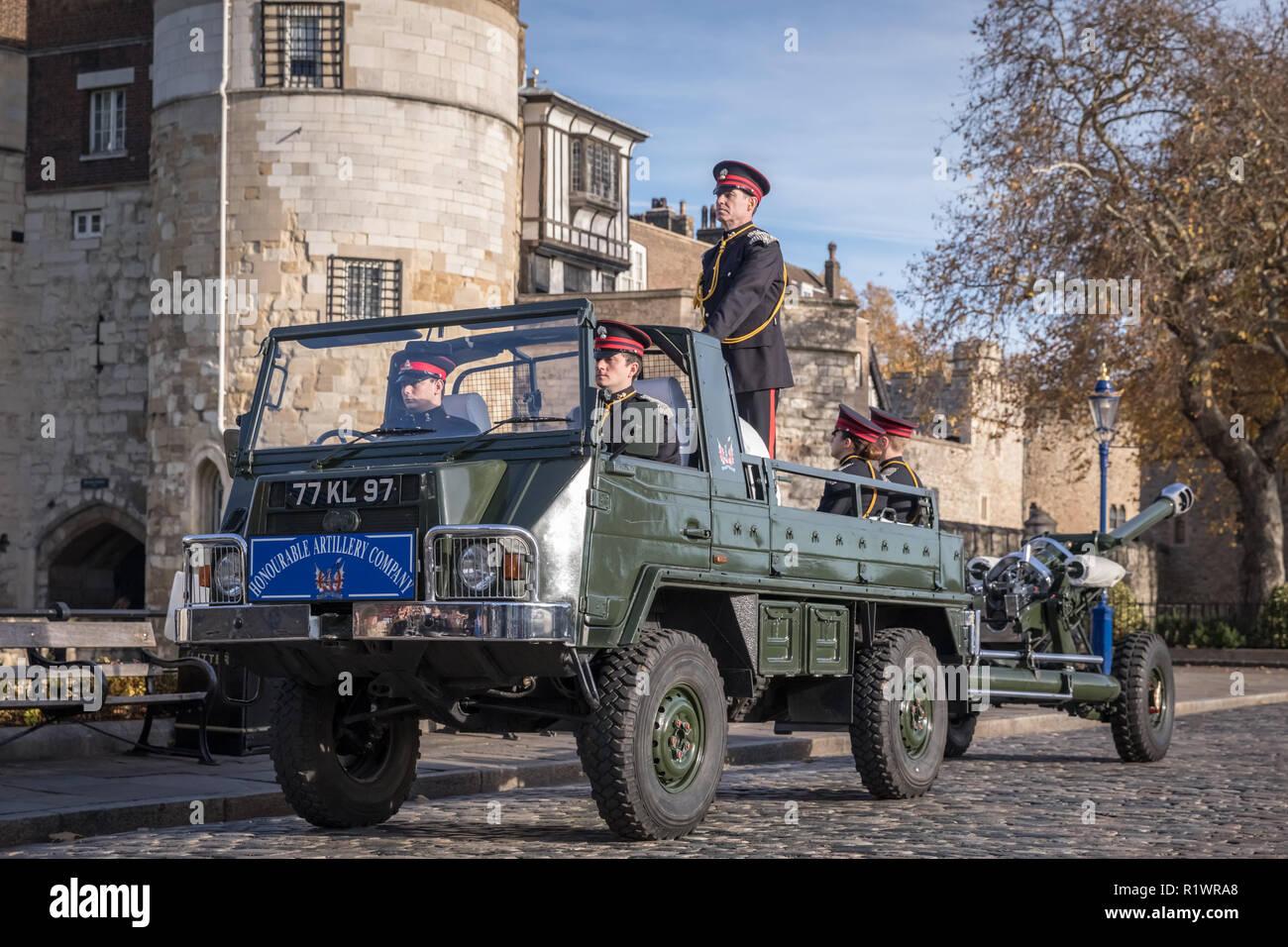 Londres, Reino Unido. 14 Nov 2018. Tower of London Royal Salvas 70mo. cumpleaños de su Alteza Real el Príncipe de Gales. Crédito: Guy Corbishley/Alamy Live News Imagen De Stock