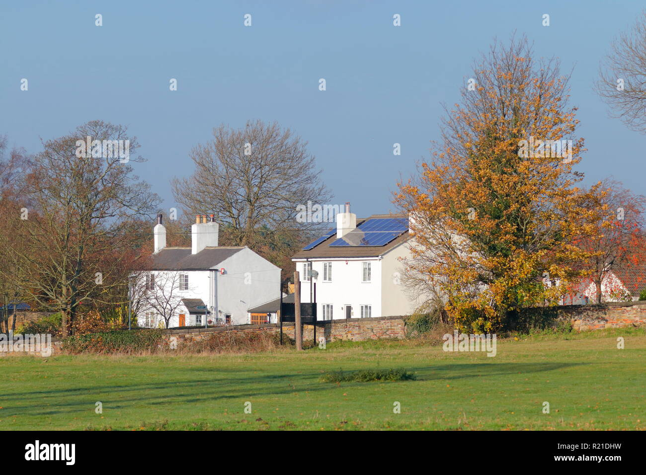 Casas rurales en Swillington con paneles solares Imagen De Stock