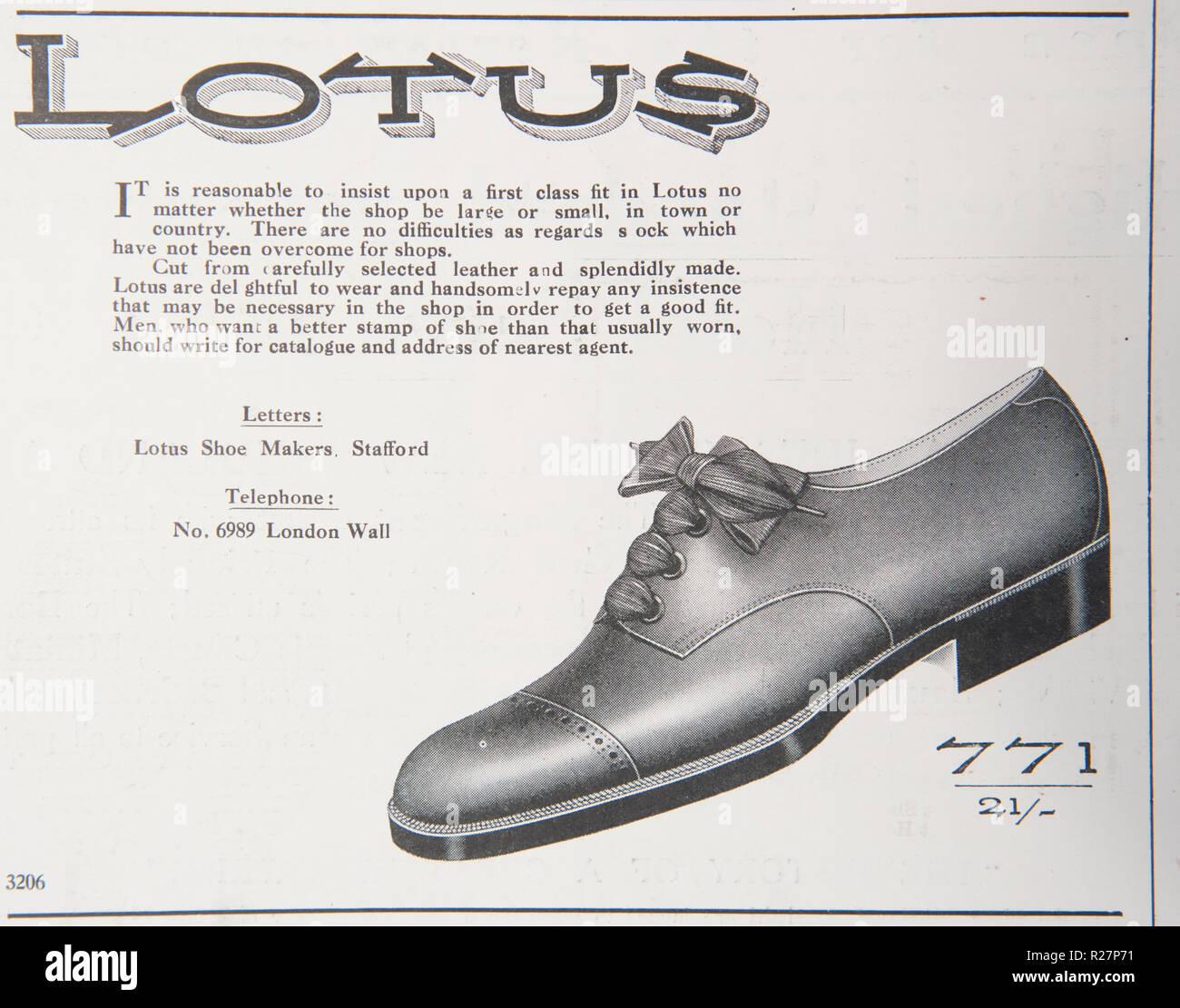 d5fe6e9aa90c Un viejo anuncio para Lotus zapatos. A partir de una antigua revista  británica desde el