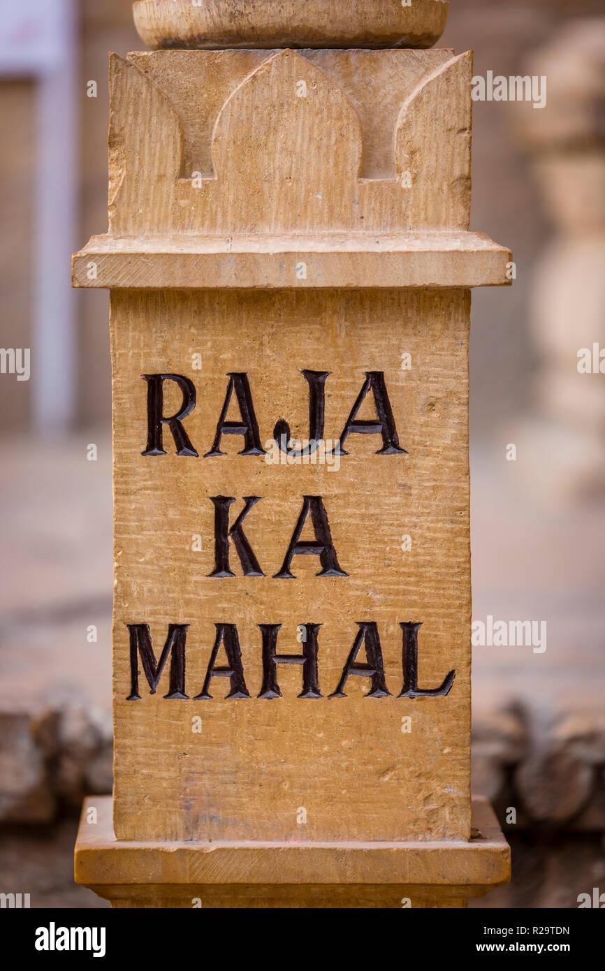 Señalización de piedra dentro de la fortaleza de Jaisalmer en el desierto del Estado de Rajastán en la India occidental Foto de stock