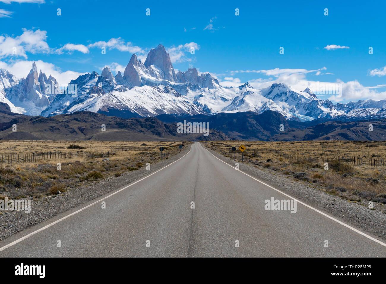Camino al Monte Fitz Roy en Argentina Foto de stock