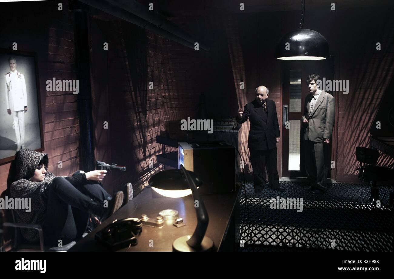 La Doble Año : 2013 Director Británico : Richard Ayoade Yasmin Paige, Wallace Shawn, Jesse Eisenberg Imagen De Stock