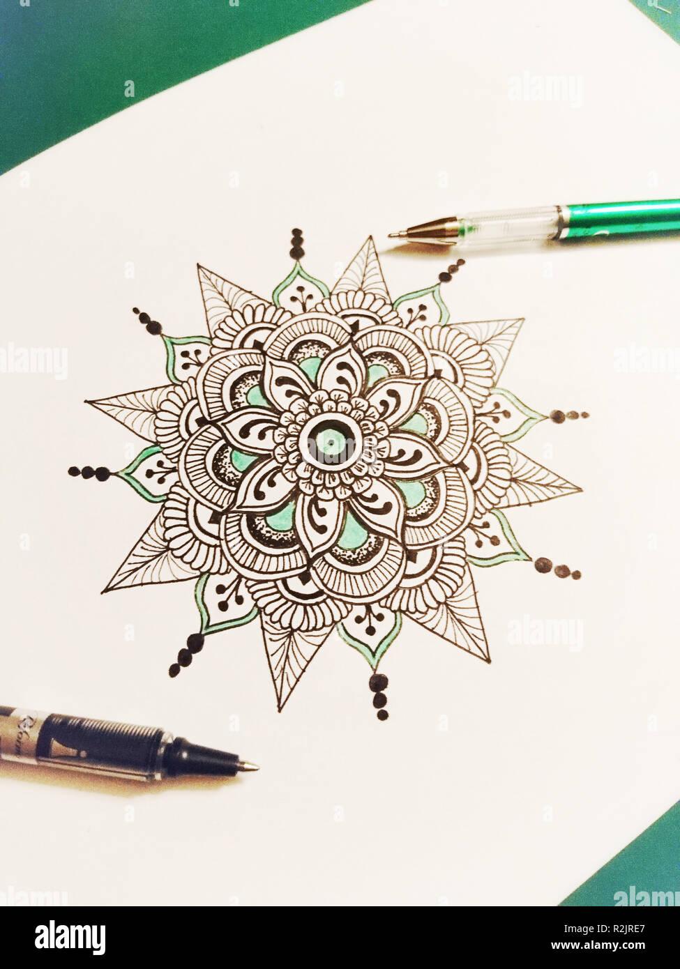 Bricolaje Dibujo Mandala Lápices Foto Imagen De Stock