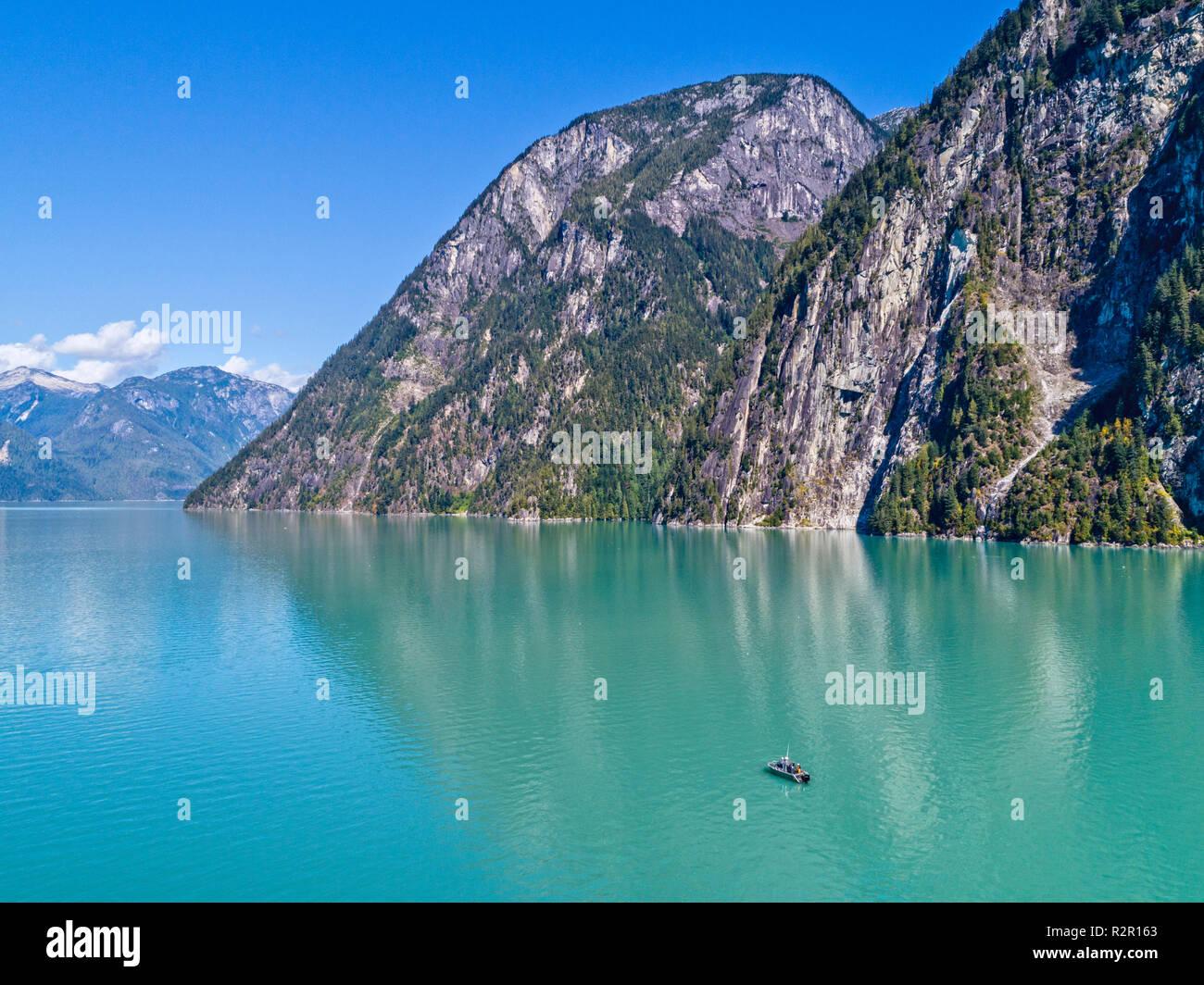 """Barco 'Ambient Light"""", la isla de Vancouver recorridos fotográficos, en el Knight Inlet, Territorio de las Primeras Naciones, British Columbia, Canadá Imagen De Stock"""