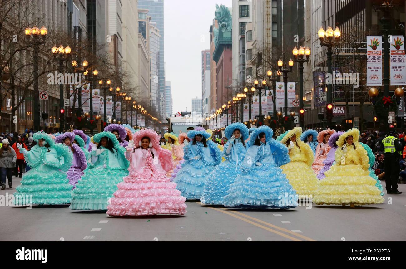 Chicago, Estados Unidos. 22 Nov, 2018. Los artistas intérpretes o ejecutantes asistir al Desfile del Día de Acción de Gracias en Chicago, Estados Unidos, el 22 de noviembre de 2018. Crédito: Wang Ping/Xinhua/Alamy Live News Imagen De Stock