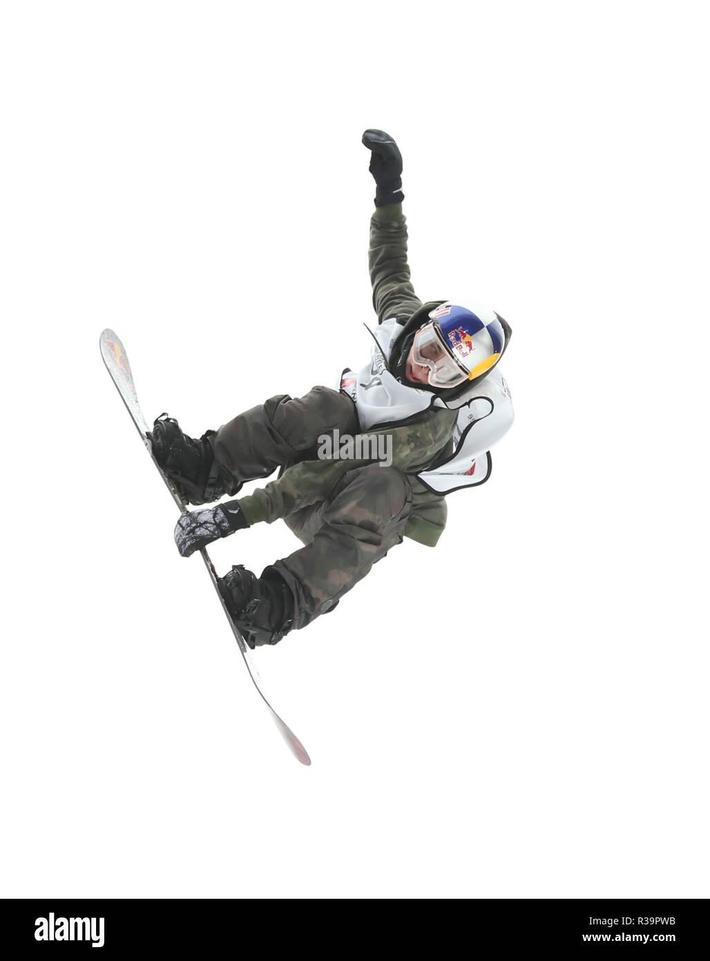 Beijing, China. 23 Nov, 2018. Marcus Kleveland de Noruega compite durante el hombre de Snowboard Big Air calor calificación 1 en el 2018 FIS de Big Air World Cup en Beijing, capital de China, Noviembre 23, 2018. Crédito: Jia Haocheng/Xinhua/Alamy Live News Imagen De Stock