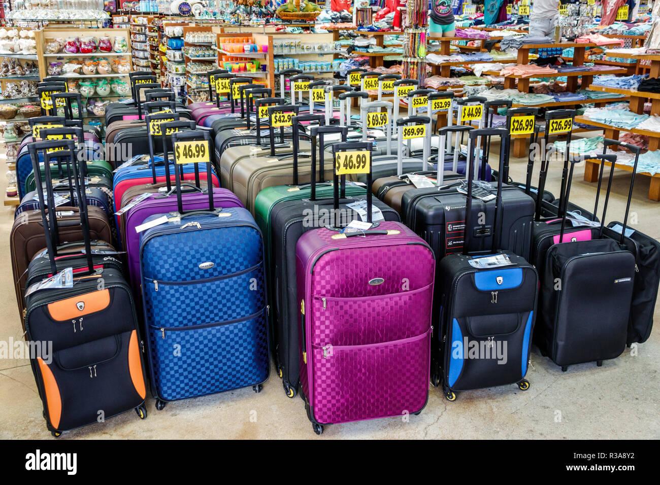 3b383e3d4 Miami Beach Florida business mostrar venta carrito de equipaje maletas ·  RosaIreneBetancourt 12 / Alamy Foto de stock