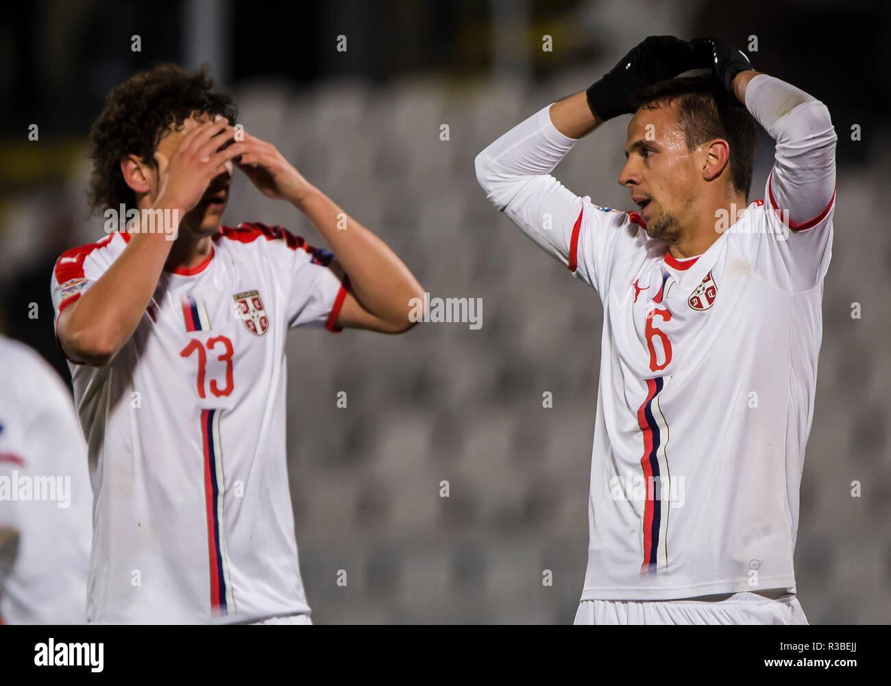 Nemanja de Serbia y Milos Maksimovic Veljkovic de Serbia reacciona después de perderse la oportunidad Foto de stock