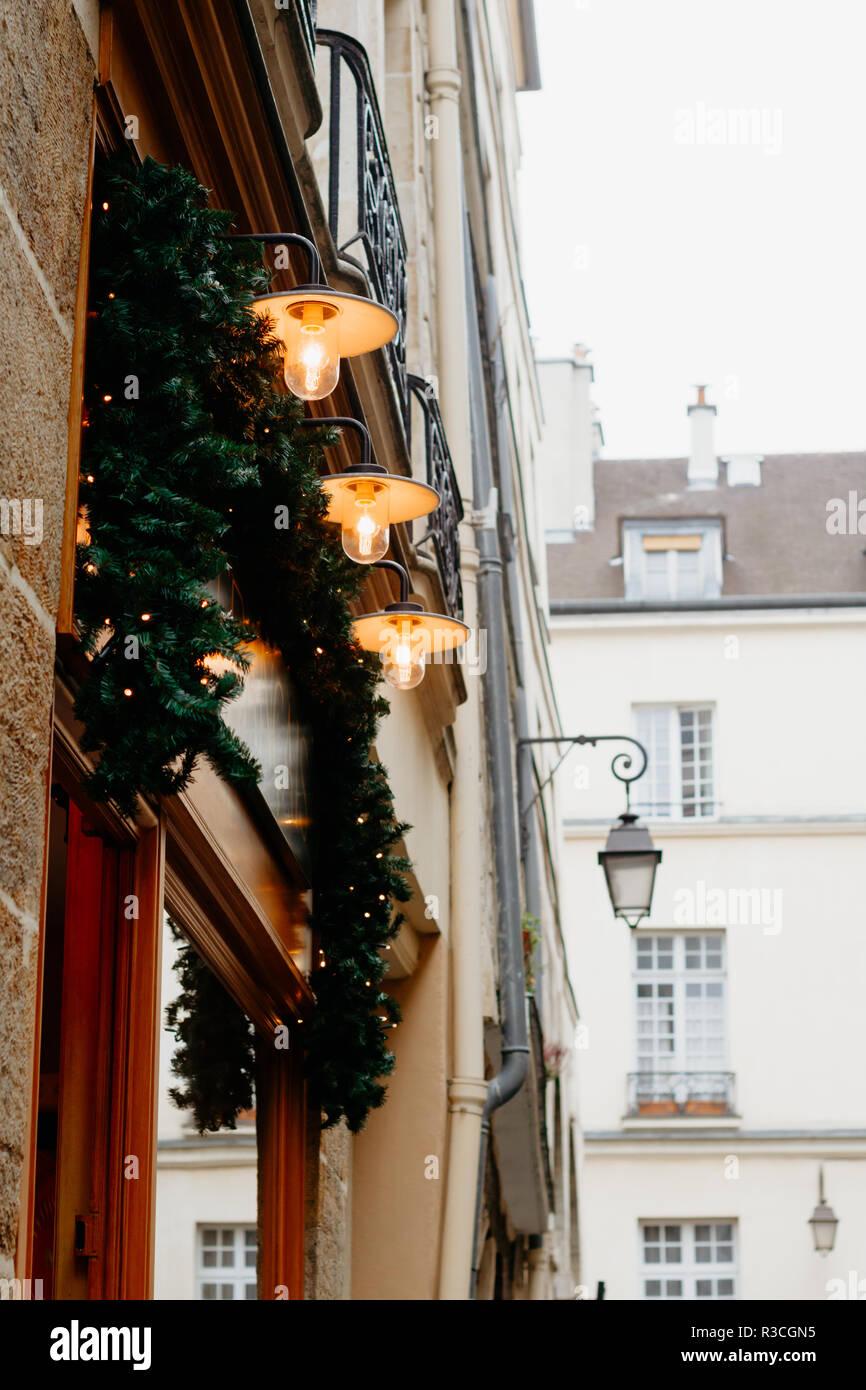 Hermosa Navidad Y Decoración Exterior De Las Casas Antiguas