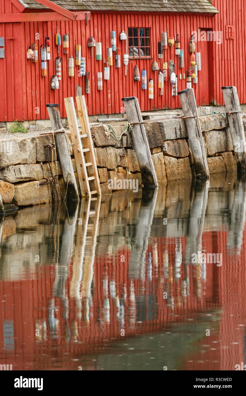 Boyas en el famoso Número 1 Motif, Rockport Harbor, Massachusetts, casa de pez. Imagen De Stock