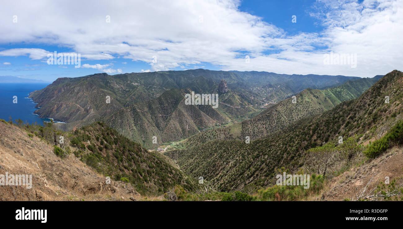 La gomera - el valle de Vallehermoso con costa norte Foto de stock