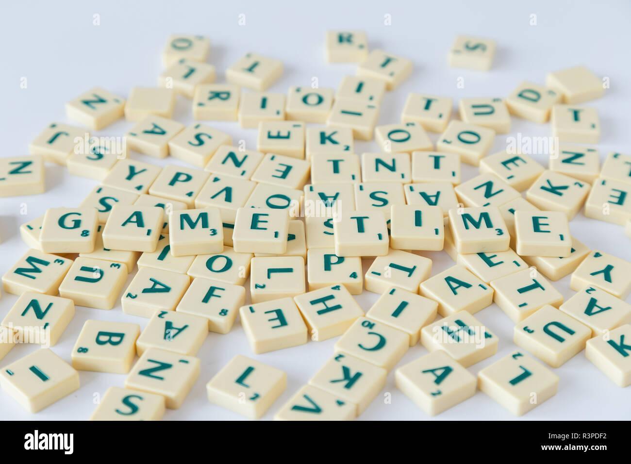 Plástico Vintage Scrabble Letras Cuadrado Back-selecciona tu carta para juego//Craft