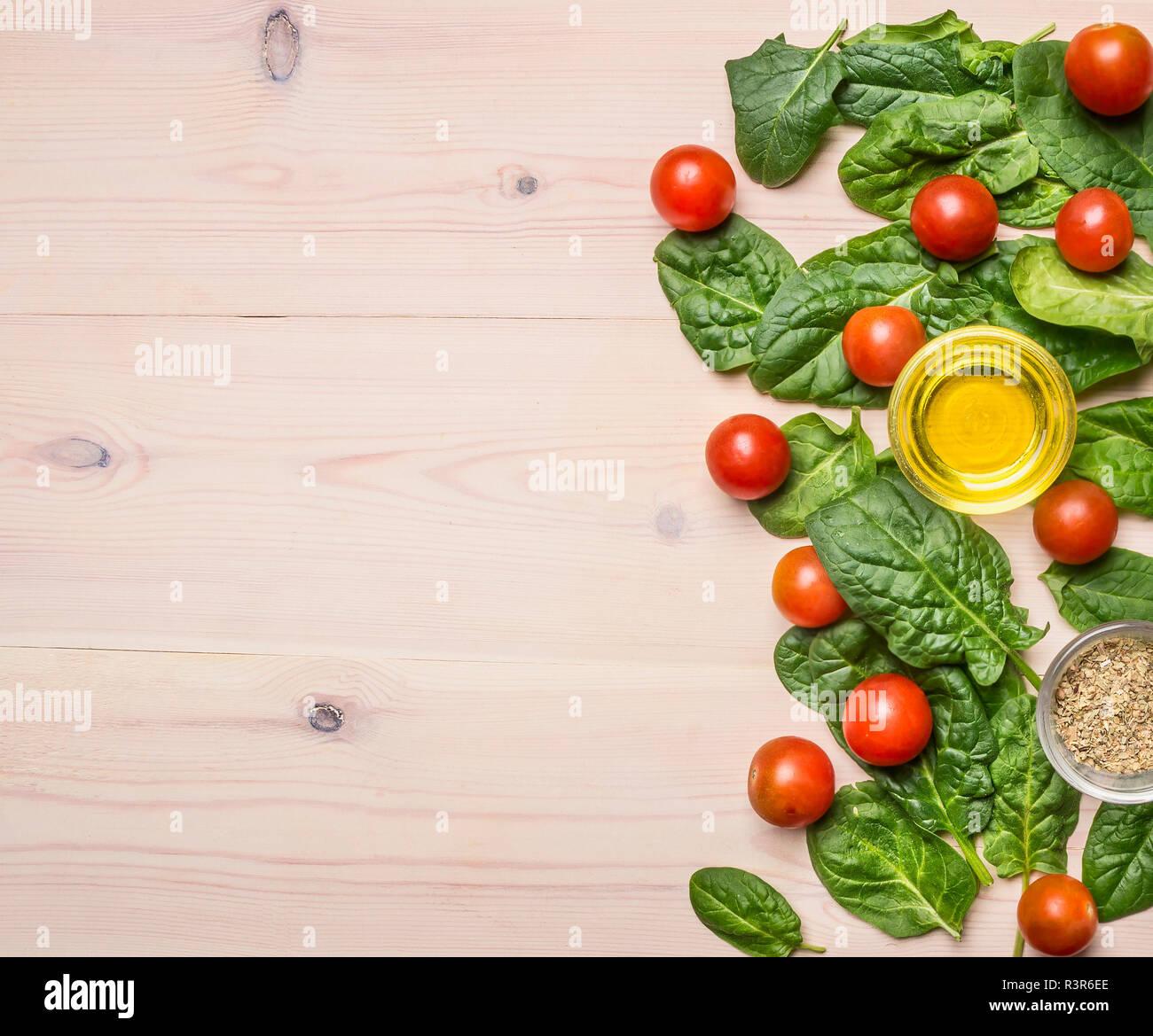 Variedad De Verduras, Lentejas Rojas Y Los Ingredientes Para Cocinar De  Forma Saludable Sobre Fondo Rústico, Vista Superior, Borde.