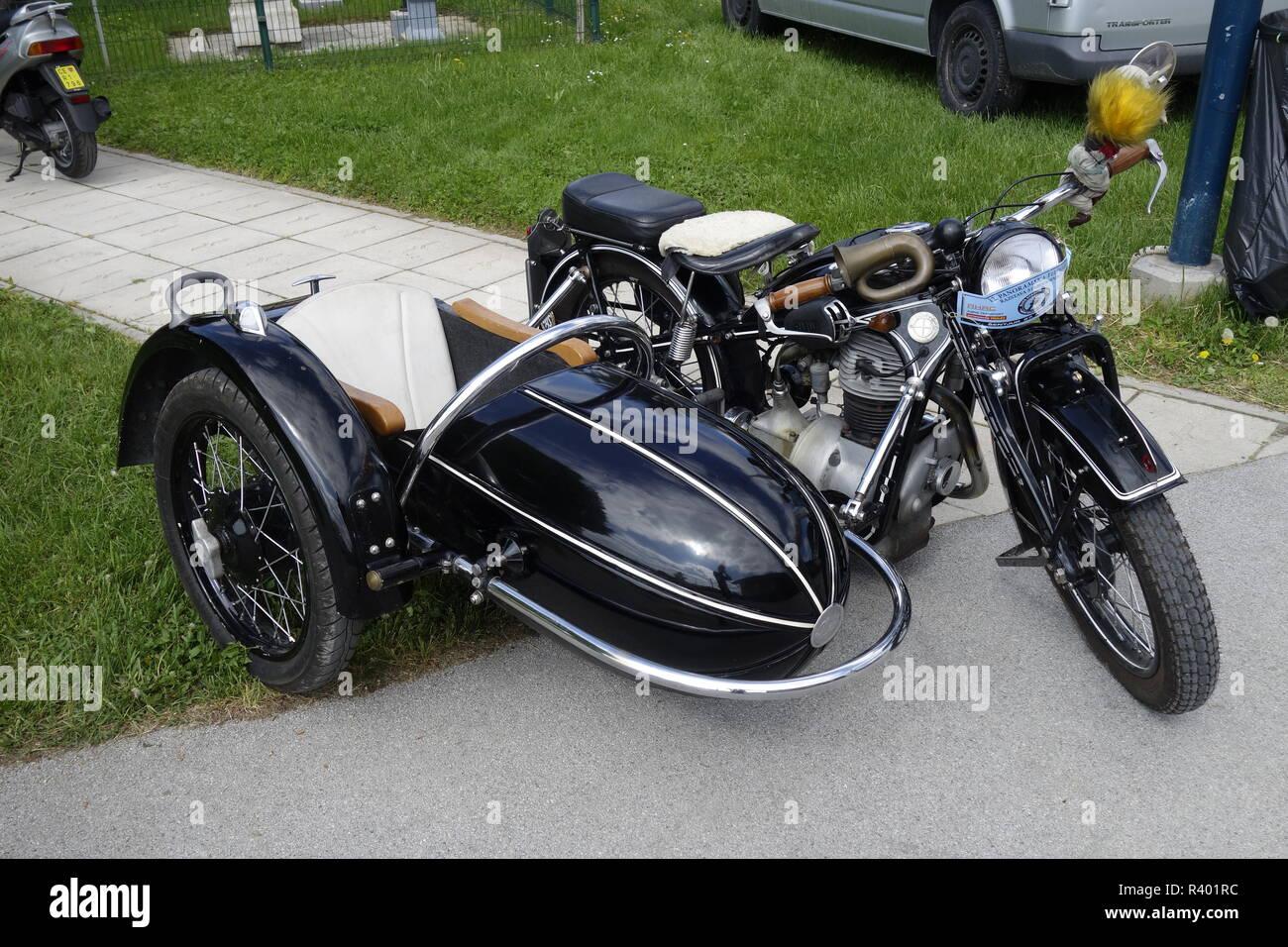 https www alamy es vintage motorcycle bmw r25 2 desde principios de los 50s con el lado wagon image226194848 html