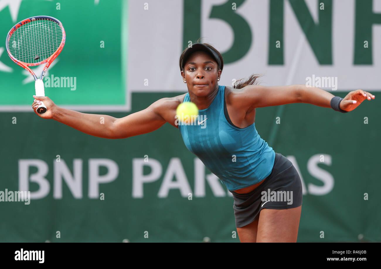 Tenista estadounidense Sloane Stephens en acción en el Abierto de Francia 2018, Paris, Francia Foto de stock
