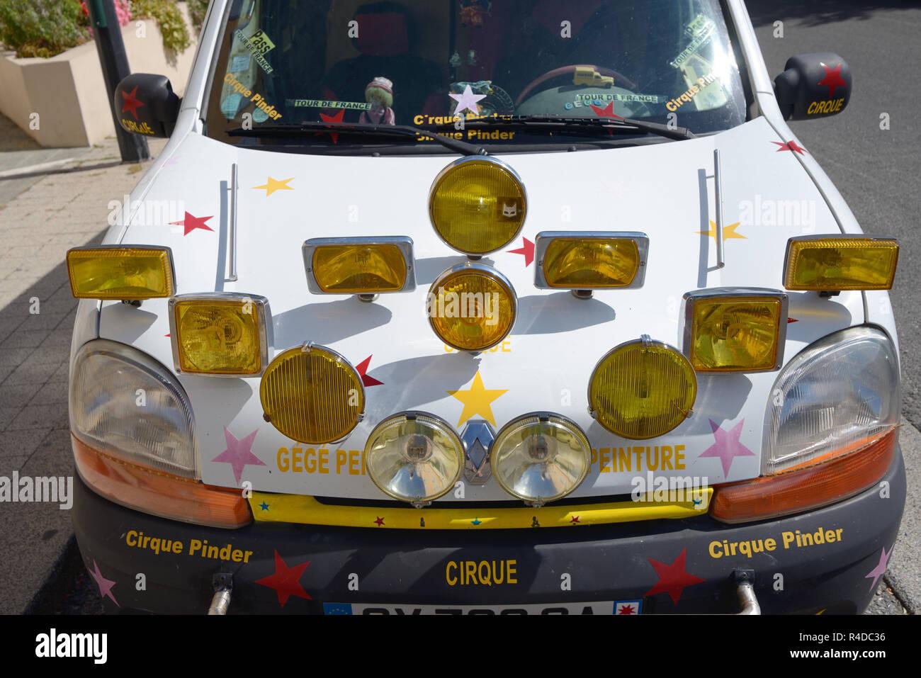 Coche personalizado o personalizada de circo con varios faros de coche Foto de stock
