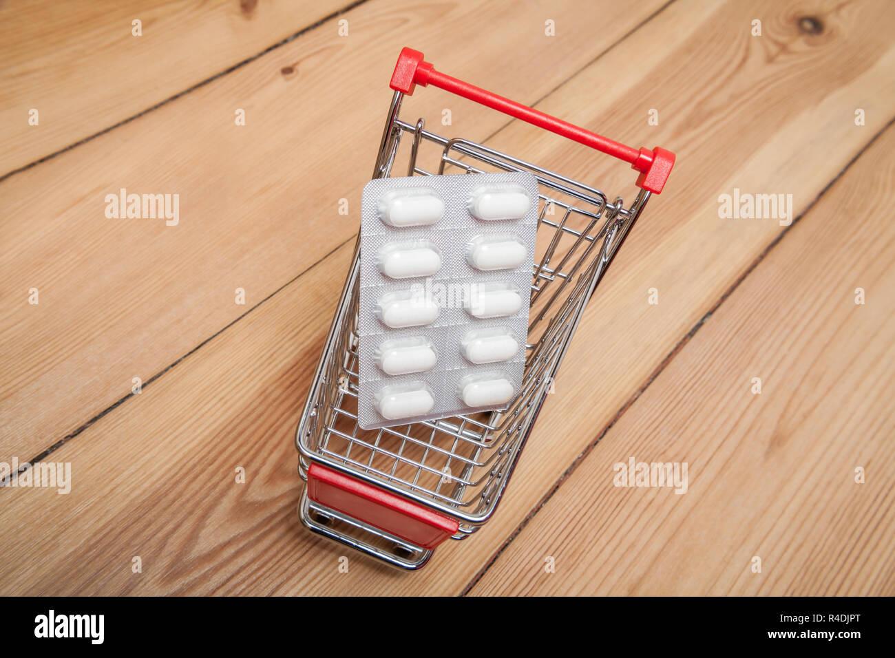 Los medicamentos en compras Foto de stock