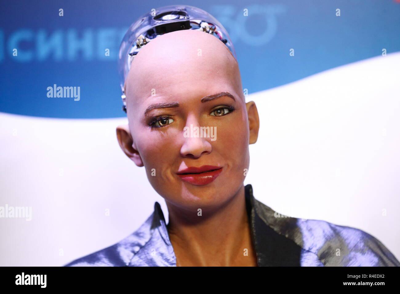 Moscú, Rusia. 27 Nov, 2018. Moscú, Rusia - Noviembre 27, 2018: Sophia sociales robot humanoide desarrollado por la compañía con sede en Hong Kong, Hanson Robotics en el 2018 Synergy foro mundial en Moscú Olimpiysky Arena. Mikhail Tereshchenko/TASS Crédito: Agencia de Noticias ITAR-TASS/Alamy Live News Imagen De Stock