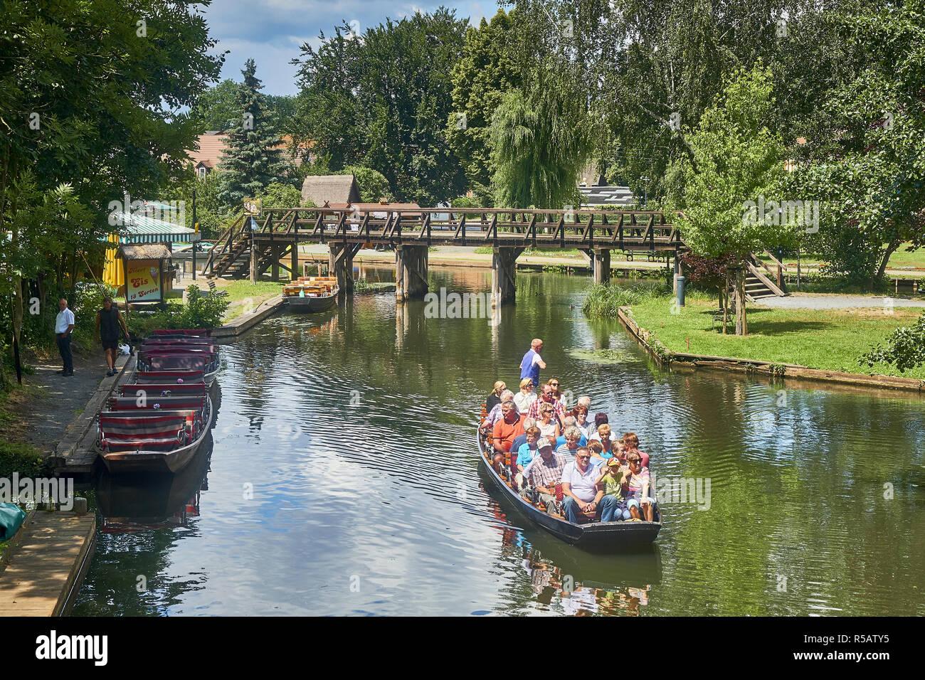 Viaje en barco al puerto en Lübbenau Spreewald, Brandenburgo, Alemania Imagen De Stock