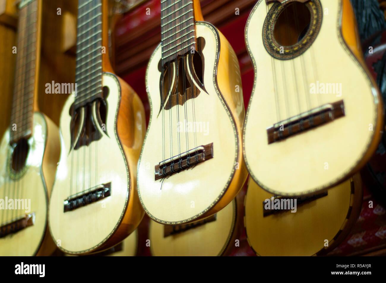 Bolivian Charango Imágenes De Stock   Bolivian Charango Fotos De ... bc5dee057b0