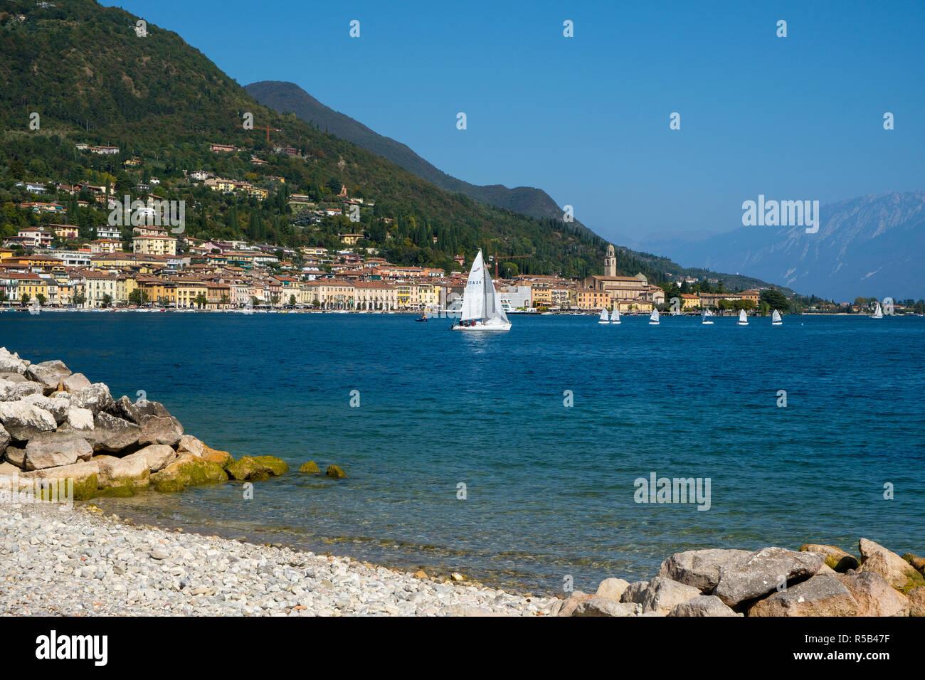 Salò, Lago de Garda, provincia de Brescia, Lombardía, Italia Foto de stock