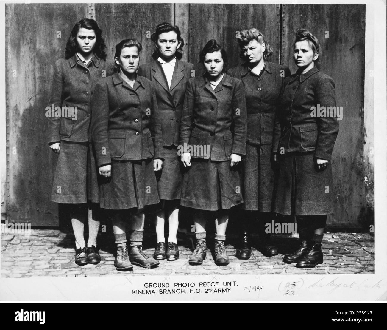 Guardias femeninas Belsen concentración, 1945. Foto de stock