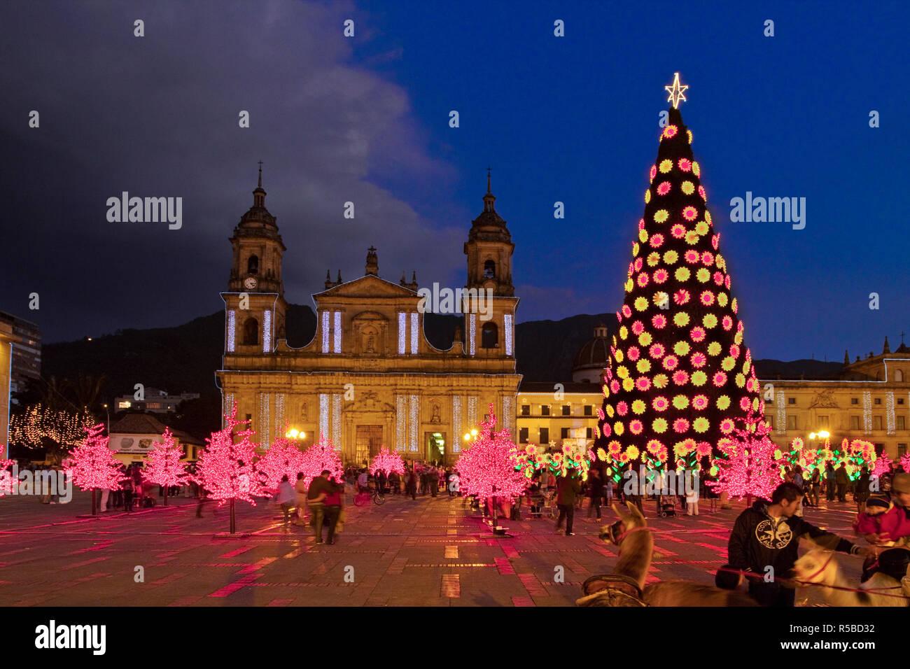 Fotos De Colombia En Navidad.Colombia Bogota Plaza De Bolivar Neoclasico Catedral