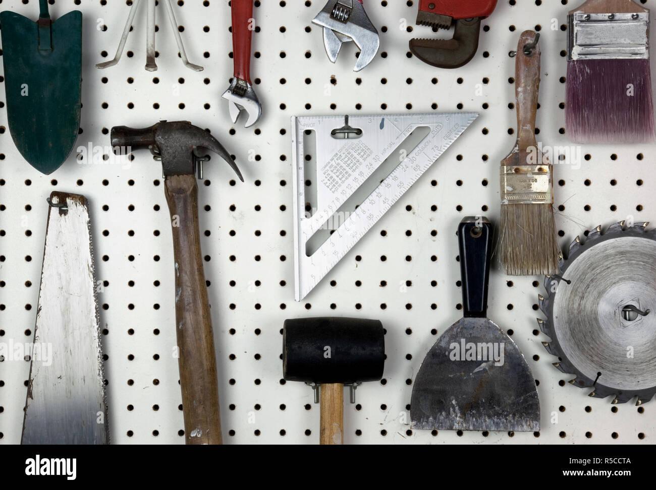 Herramientas organizadas en garaje Foto de stock