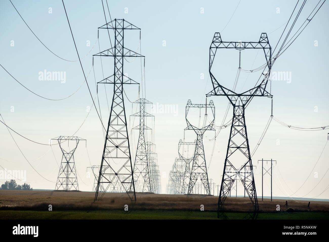 Líneas eléctricas de alta tensión en el este de Washington. Imagen De Stock