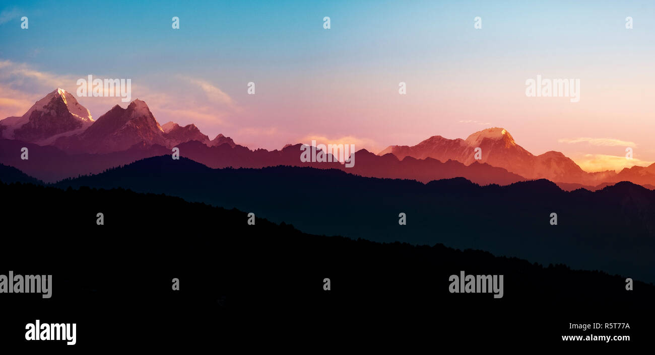 Hermoso amanecer de la gama Helambu, Langtang reserva nacional, Nepal Imagen De Stock