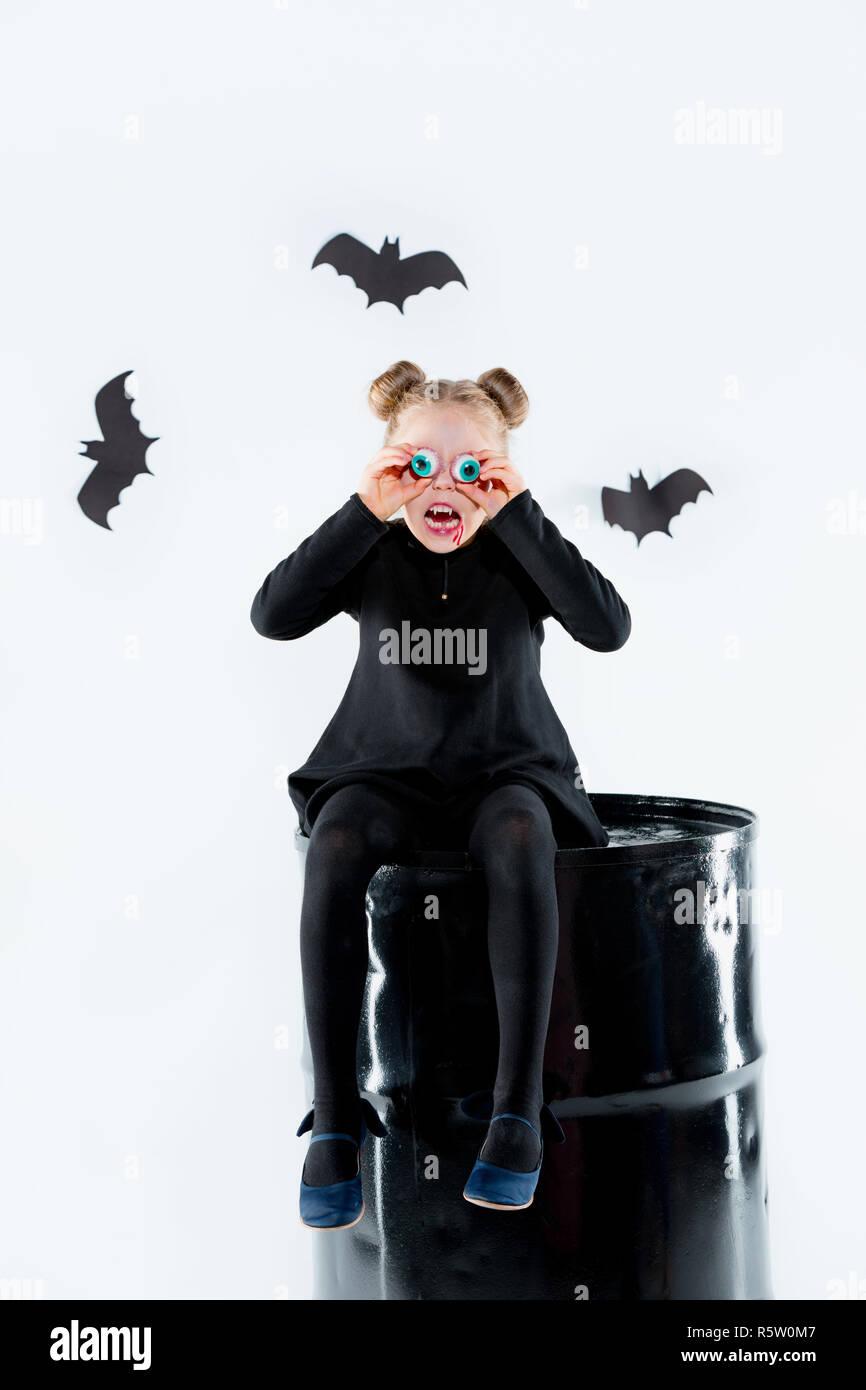 Niña Bruja En El Vestido Negro Más Accesorios Mágicos